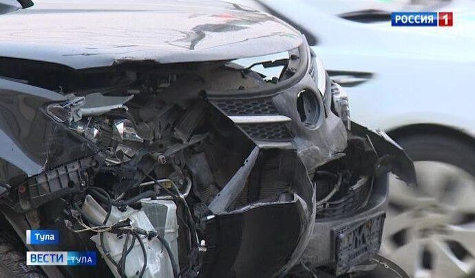 Вечернее движение в центре Тулы затруднили две аварии