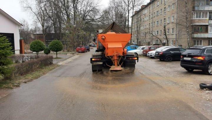 Тысячу тонн песка с солью высыпали на улицы Тулы