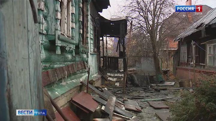 На улице Володарского в Туле сгорел дом