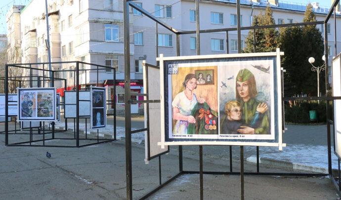 В Новомосковске открылась выставка, посвященная 75-летию Победы