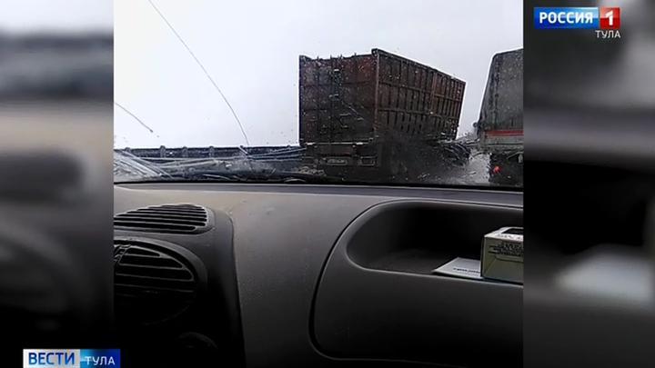 ГИБДД устанавливает обстоятельства ДТП на автодороге Тула-Новомосковск