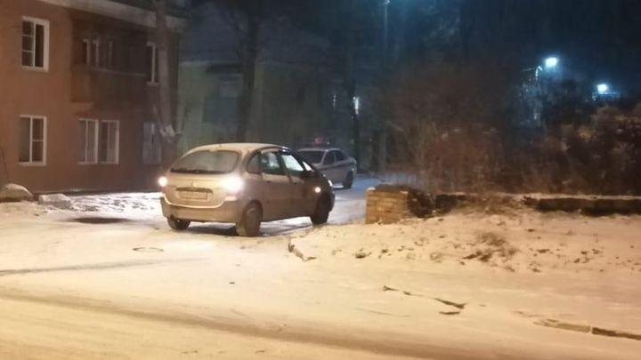 На Косой Горе водитель сбил женщину, двигаясь задним ходом