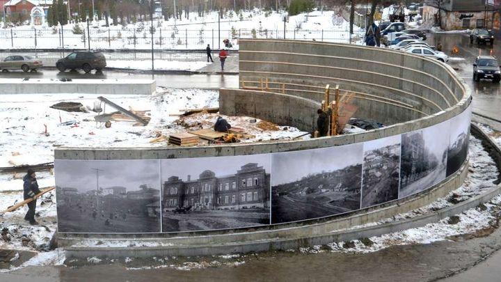 В центре Ефремова установили старинные фотографии города