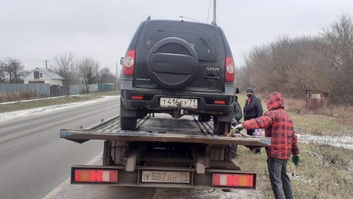 Машины двух тульских таксистов-нелегалов отправили на штрафстоянку