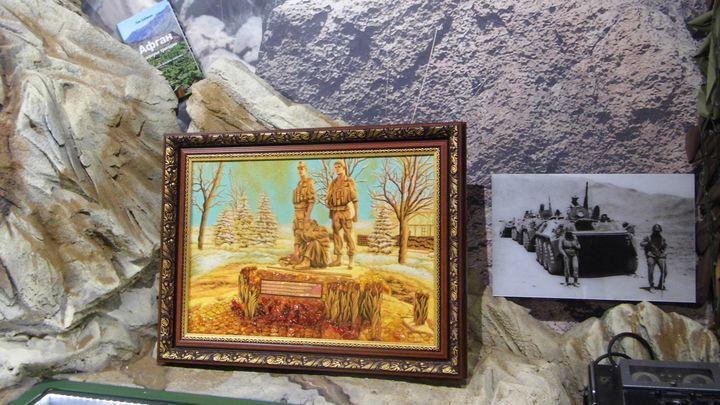 Картина из янтаря появилась у тульского военно-исторического музея