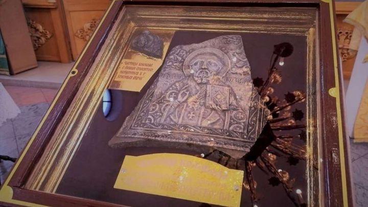 В ефремовский храм передали осколок колокола с ликом Николая Чудотворца