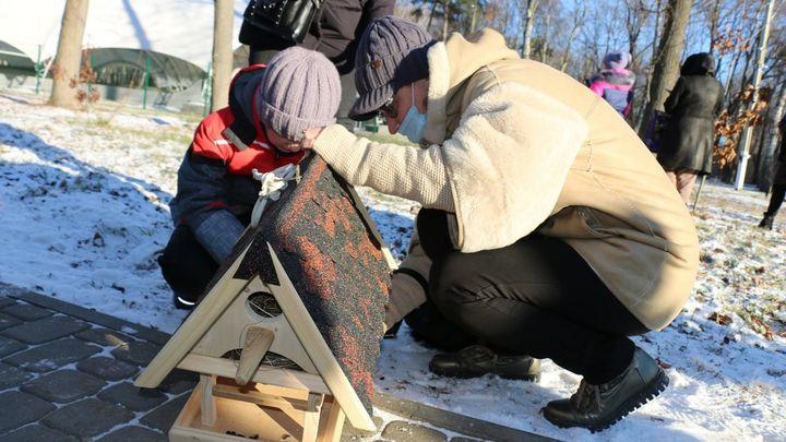 В городском парке Новомосковска появились новые дома для птиц