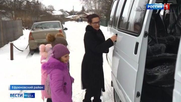 Трём тульским многодетным семьям подарили вместительные автомобили