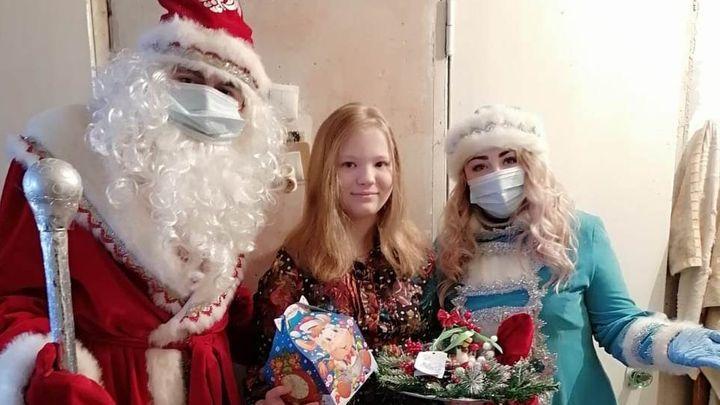 К особенным алексинским малышам пришли Дед Мороз и Снегурочка