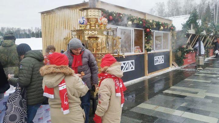 Туляки приехали в Москву со своим самоваром
