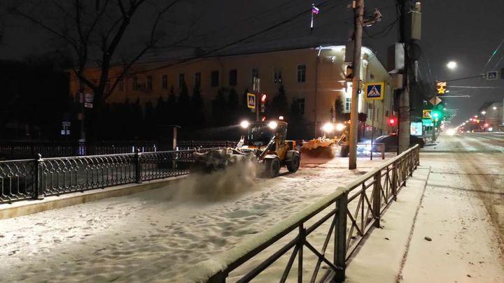В Туле устраняют последствия снегопада