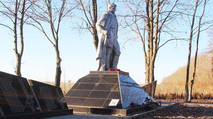 Новомосковские первоклашки почтили память воинов-победителей