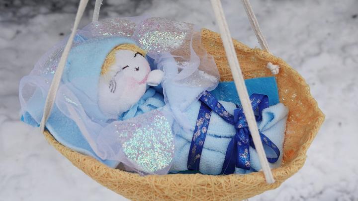 В Новомосковском монастыре появились ангелы, гномы и шары из макарон