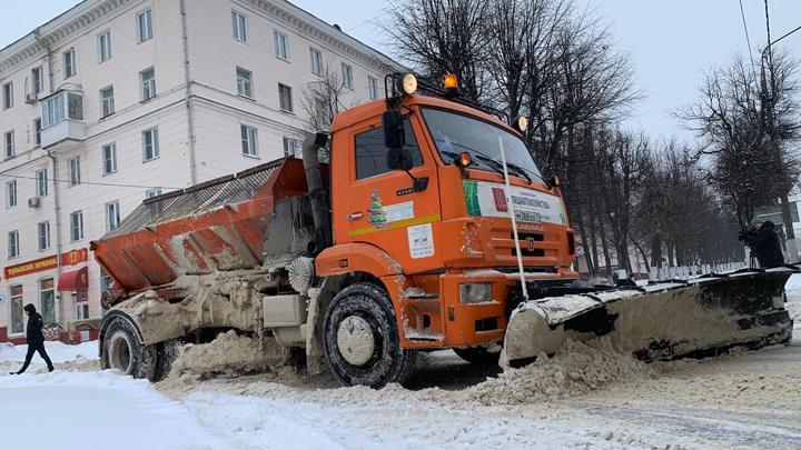 Более 100 единиц техники убирают Тулу после снегопада