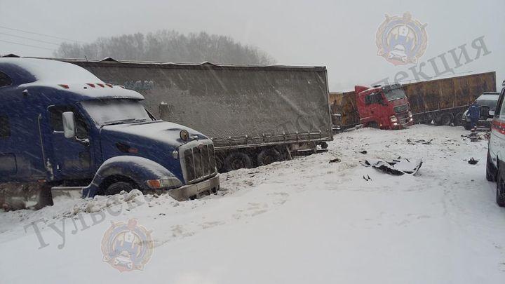 В районе деревни Грумант произошло ДТП с участием трех большегрузов