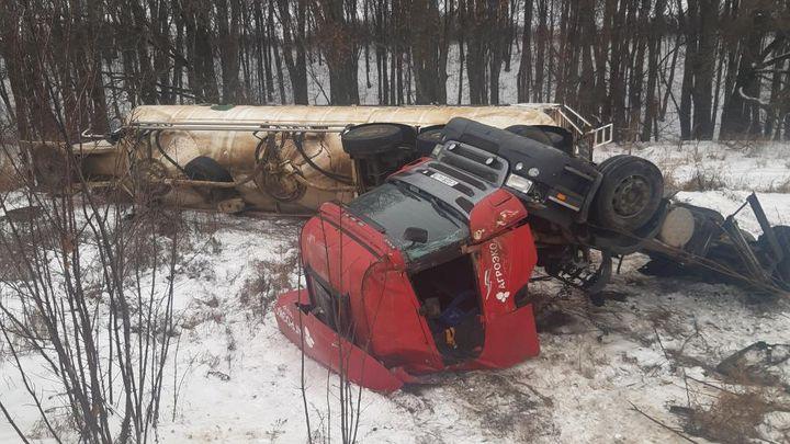 В Куркинском районе перевернулся грузовик с полуприцепом