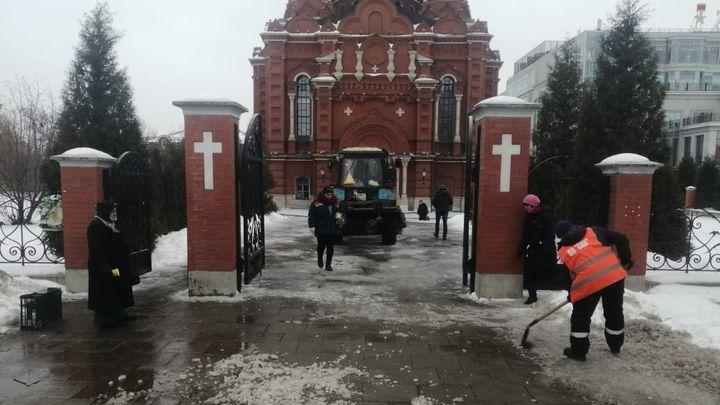 Тульские коммунальщики делают безопасной дорогу к храму