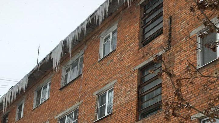 В Алексине выявлено более 100 не очищенных от наледи кровель