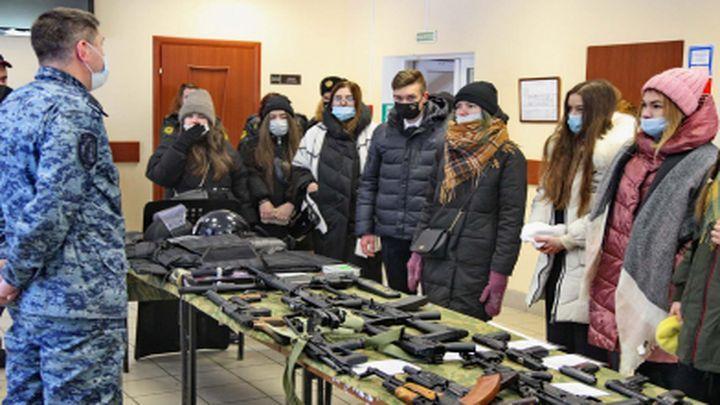 Тульская молодёжь примерила на себя профессию полицейского