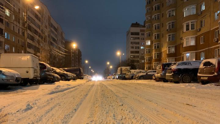 Более 100 единиц спецтехники убирали Тулу после снегопада этой ночью