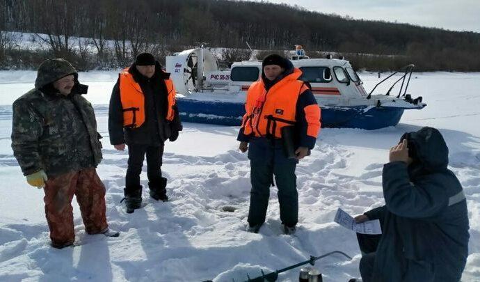 Тульские спасатели предупреждают об опасности зимней рыбалки в условиях колебания температур