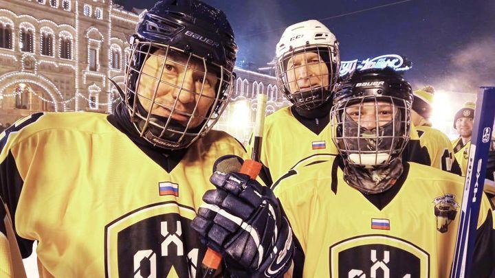 Воспитанник Долматовского детдома сыграл в хоккей на Красной Площади