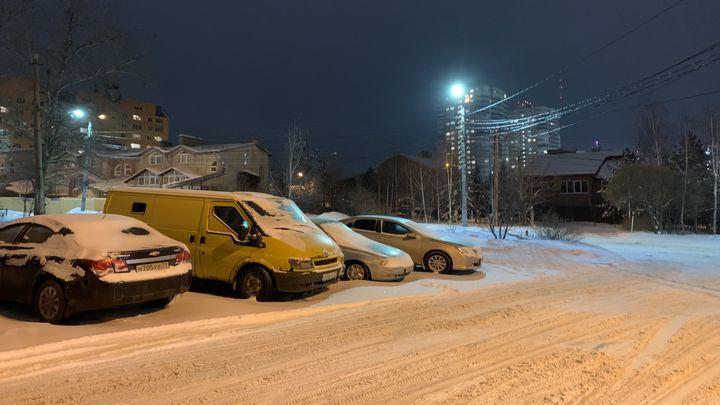 Тульские коммунальщики всю ночь расчищали улицы Тулы от снега