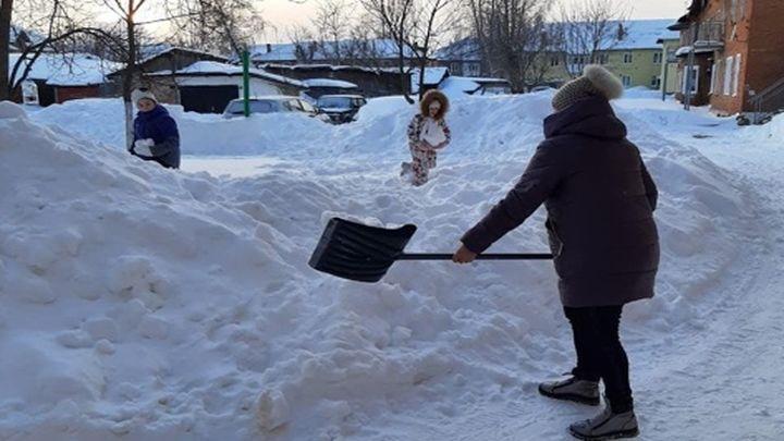 Жители Новомосковска вышли на улицы города в помощь коммунальным службам