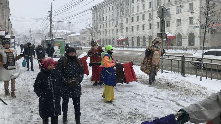На главную улицу Тулы вышли артисты и музыканты