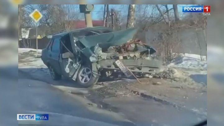 На улице Кутузова в Туле произошло ДТП с участием Land Rover и Lada