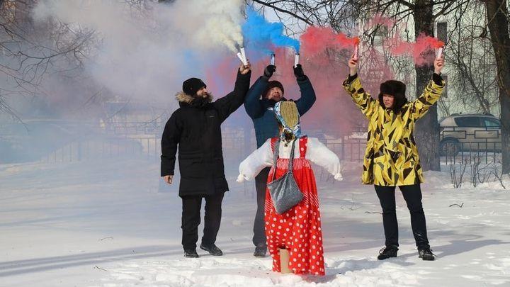 На Масленицу на новомосковские улицы вышел народный площадный театр