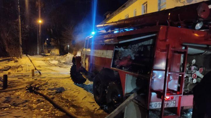 В Алексине пожарные спасли из огня двух человек