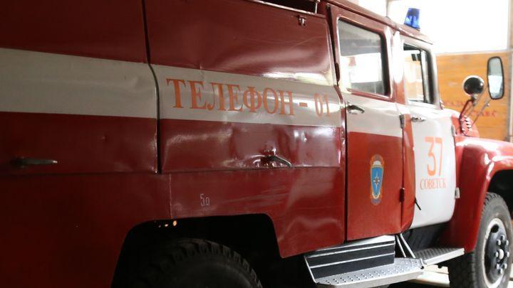 Щёкинские пожарные освободили из ледяного плена автомобиль
