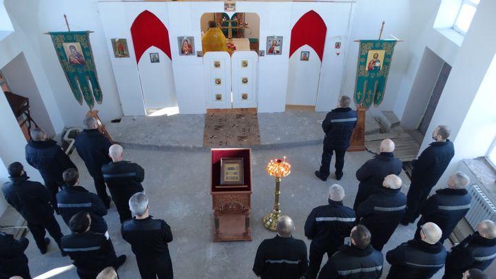 В тульской колонии побывали монахи из московского Сретенского монастыря