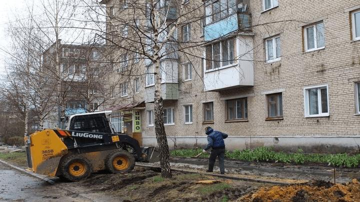 В Новомосковске на улице Березовой уберут берёзы