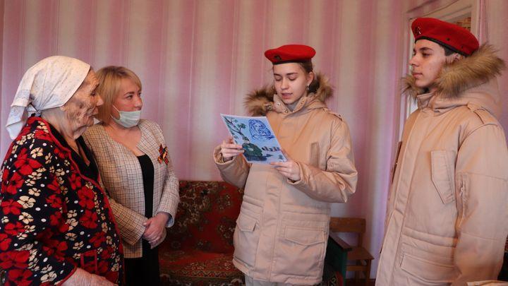 В Донском ветеранам вручили подарки ко Дню Победы