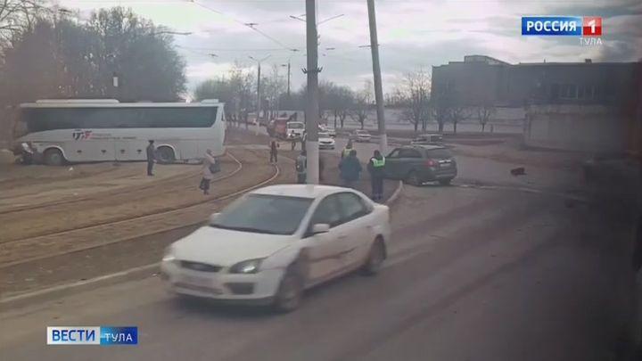 В Туле произошло ДТП со служебным автобусом одного из предприятий