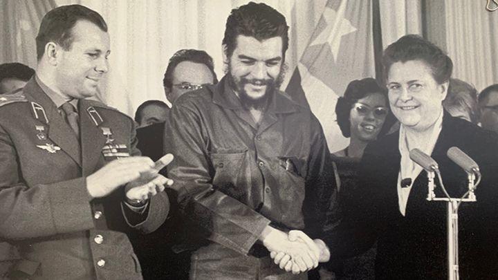В Туле открылась выставка «Первый: Гагарин и Куба»
