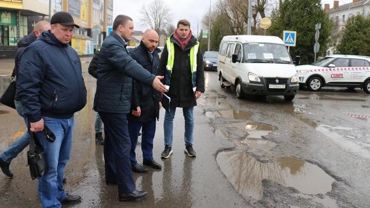 В  Новомосковске улицу Комсомольскую отремонтируют по гарантии