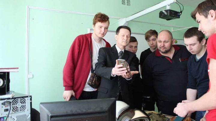 В Ефремове студенты пообщались с военным лётчиком