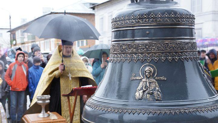 В Венёве освятили колокола колокольни Никольского собора