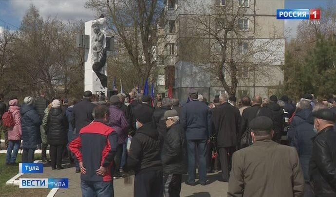 В Туле около памятника ликвидаторам Чернобыльской АЭС прошел траурный митинг