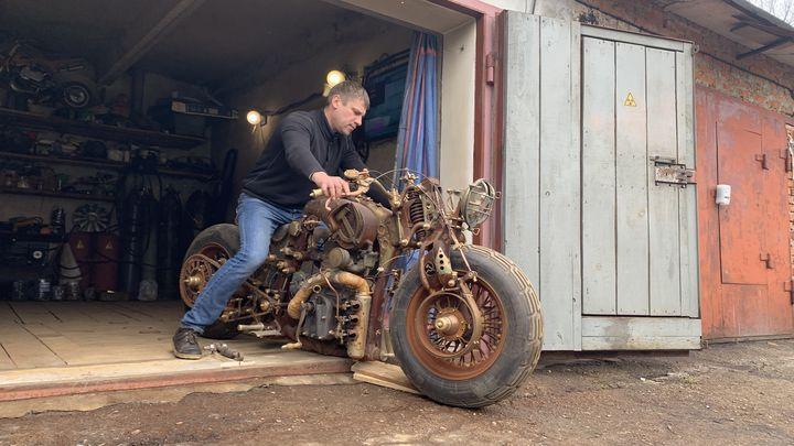 Туляк создал мотоцикл в стиле «Назад в СССР»