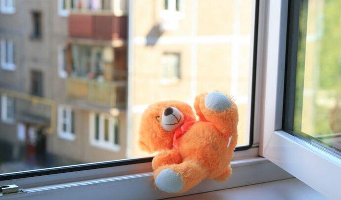 На Косой Горе из окна выпал трёхлетний ребёнок