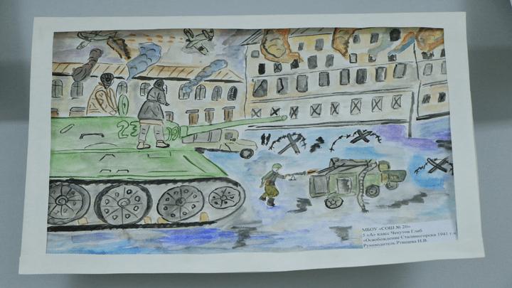 80 лет без войны: в Новомосковске открылась выставка рисунков, посвящённая освобождению города