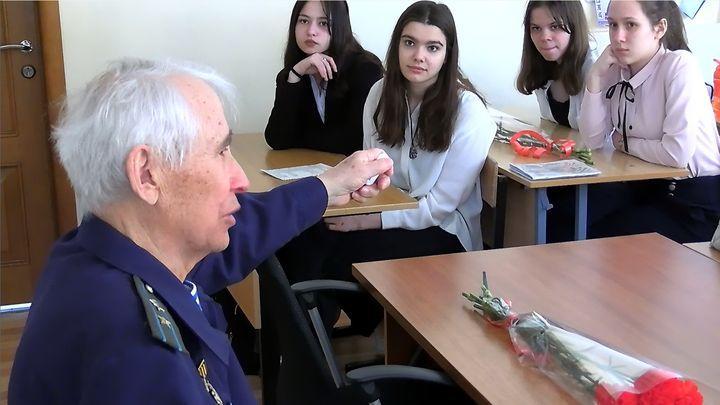 «Эстафета поколений»: тульские ветераны начали цикл встреч с молодёжью