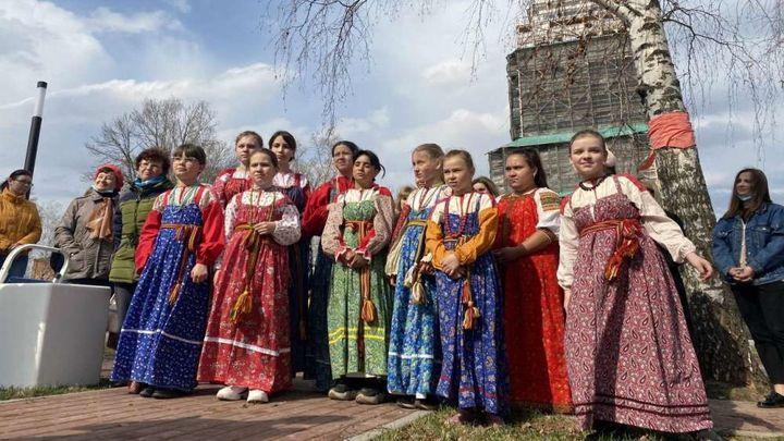 Венёвцы открыли «Аллею 12 невест» на Красной площади