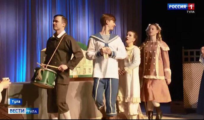 В Туле показали спектакль про куколок-скелетцев