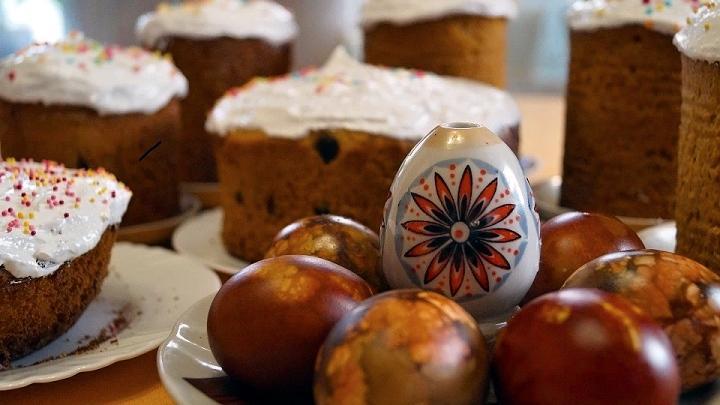 Пасхальные куличи и крашенные яйца