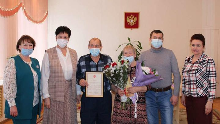 Любовь длинною в 50 лет: супруги из Узловой отпраздновали золотую свадьбу